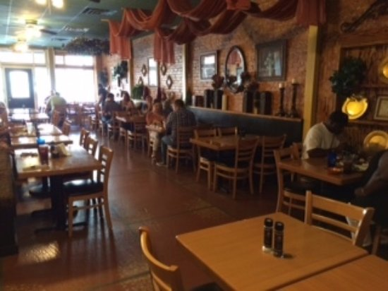 Cairo, GA: The whole Restaurant with the Buffet on the left wall out of sight