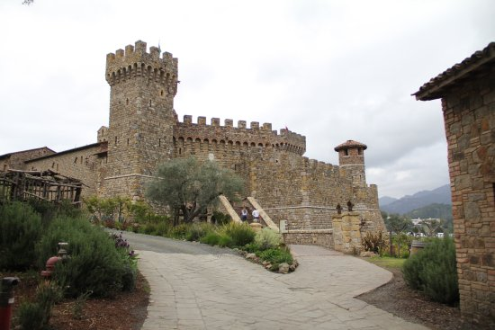 Perata Luxury Tours: the castle!!