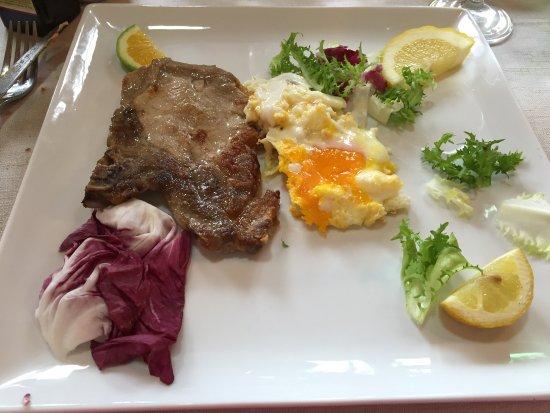 Luana Inn Bed and Breakfast: pork steak with fried egg