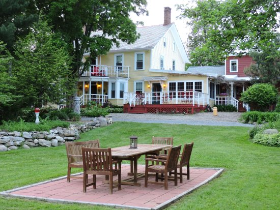 Saratoga Farmstead B&B: The Grounds