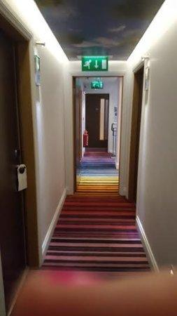 Hotel Indigo London-Paddington: Hallway