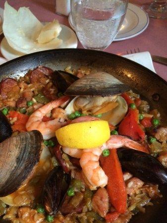 Mount Kisco, NY: Classic Paella