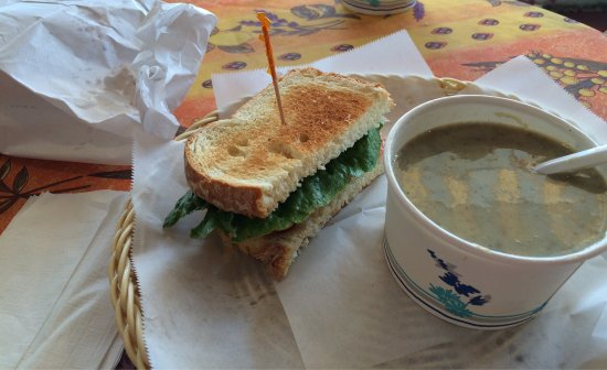 Cohasset, MA: Delicious mushroom soup and BLT sandwich - such a yummy combination!