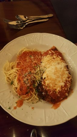 Mount Joy, PA: Chicken Parmesan