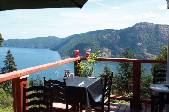 Malahat, Canada: Outside tables