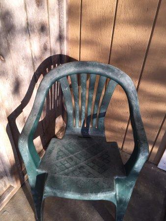 Pine Beach Inn: in diesen Stühlen den Sonnenuntergang geniessen?