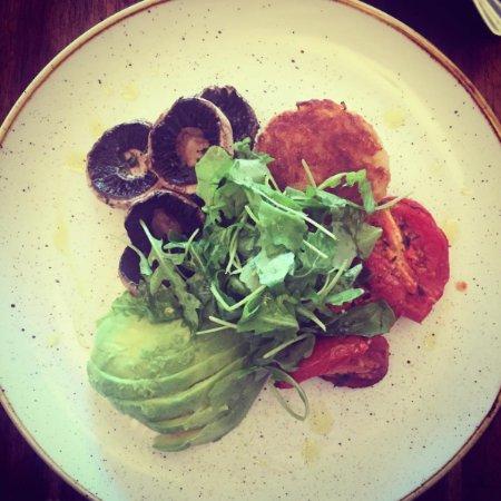 Blackheath, Australia: BREAKFAST - Avocado, roasted tomato and mushrooms