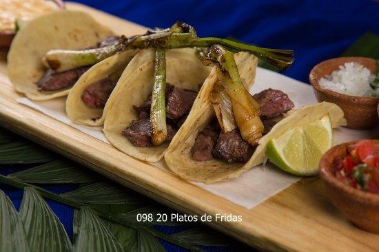 Fridas Mexican Restaurant & Bar: Tacos, souvenirs, DJs, margaritas de hierbabuena, fiesta, Danzon, gin, margarita casa azul!