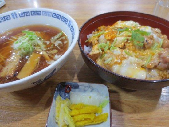 Date, Japonia: 親子丼半ラーメンセット
