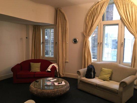 The Scotsman Hotel: Spacious Corner Room!