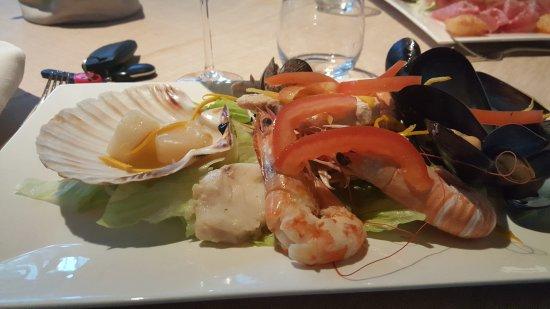 Cavenago di Brianza, Italia: insalata tiepida di mare.