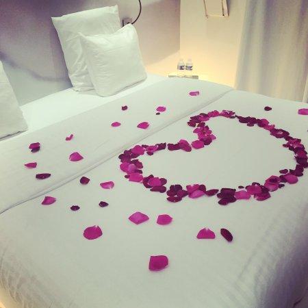 BLC Design Hotel: Option pétales de roses sur le lit pour 15€