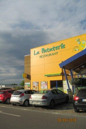 Saint-Marcel, Fransa: façade de l'établissement
