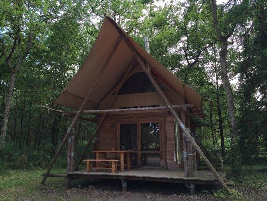 Photo de l 39 int rieur d 39 une cabane 6 personne et de l for Cabane exterieur