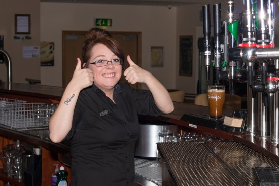 Leitrim, Irland: Danielle, Pulling a pint for me