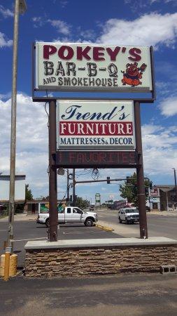 Pokeys BBQ & Smokehouse: L'enseigne