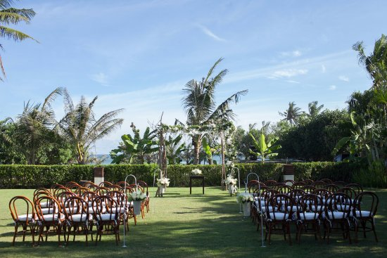 Shalimar Villas : Wedding Ceremony set up to right of Makanda's Pool (closer to Cantik)