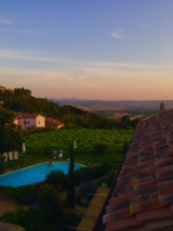 Sant'Angelo in Colle, Italia: Sunset view from deck