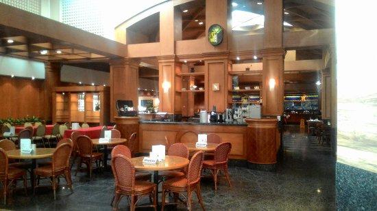 Century Park Hotel: The Atrium