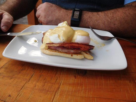Sandfly Cafe: eggs benedict