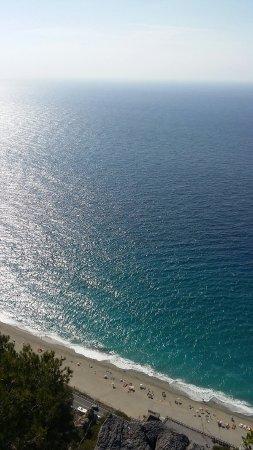 Spiaggia di Varigotti - Picture of Varigotti Beach, Varigotti ...