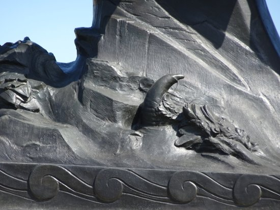 Pony Express Monument : single claw under horse on statue