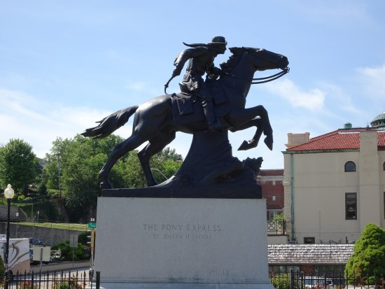 Pony Express Monument : pony express
