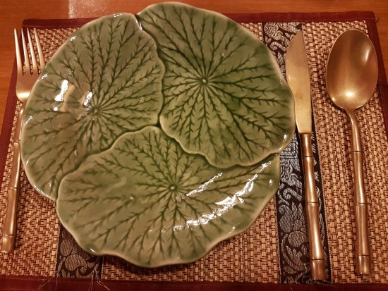 Gorgeous cutlery. Can\'t make my mind up about the plates. - Picture ...