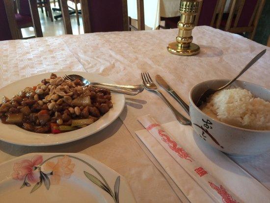Chengdu: Довольно простое блюдо из курицы, но оторваться невозможно