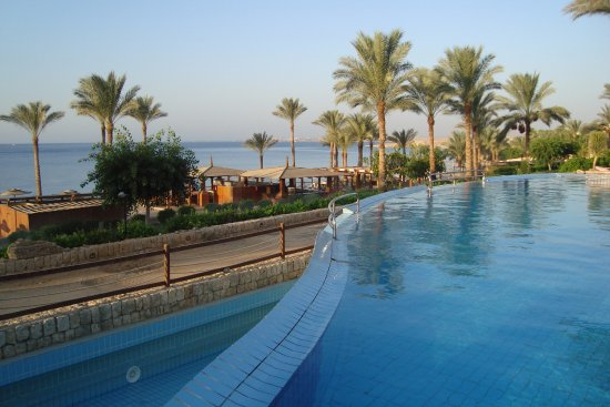 منتجع كونتنينتال جاردن ريف: Dolní bazén u pláže