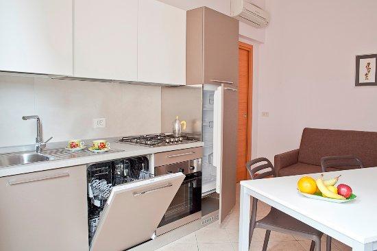 Cucina con lavastoviglie - Picture of Residence Le Stelle, Rimini ...