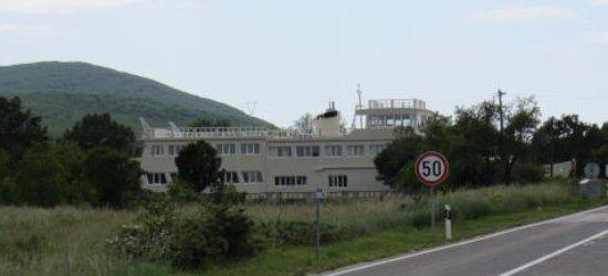 Velika Cista, Horvátország: Is there a ship canal? No, its in a garden.