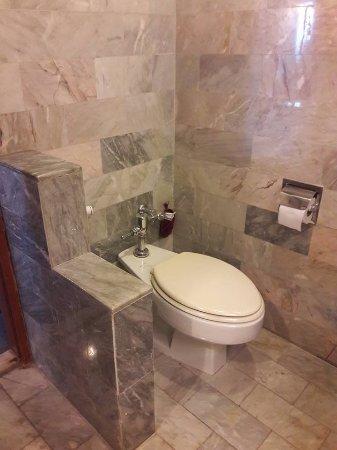 The Park Hotel: ห้องน้ำ