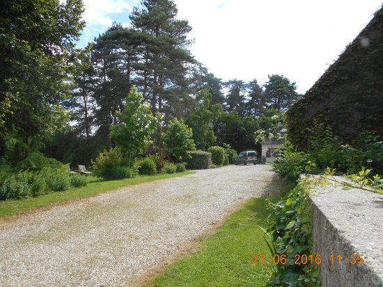 Celon, Francia: Approach from Driveway