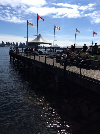 North Vancouver, Canadá: The pier is a perfect place right on the ocean
