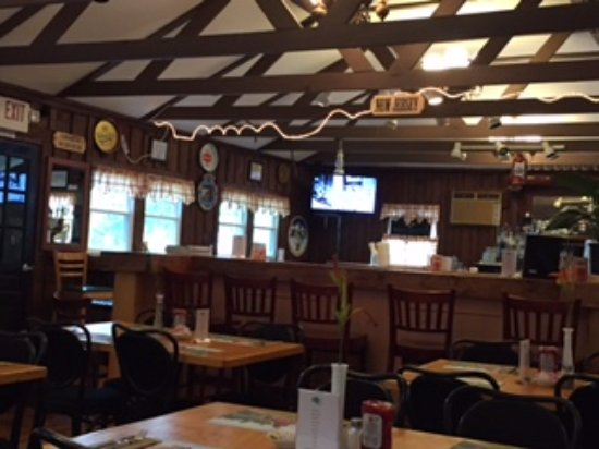 Port Jervis, نيويورك: Inside the Maple River. Rope light on ceiling is state line thru building