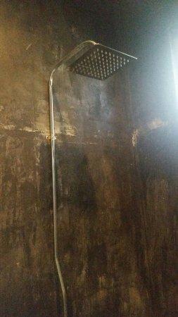 Катунайака, Шри-Ланка: Shower