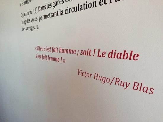 Varennes, Canada: Pensée réfléchie? Cadeau de ce cher Victor Hugo