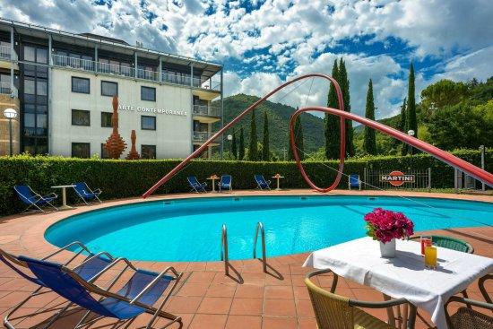 알보르노즈 팰리스 호텔