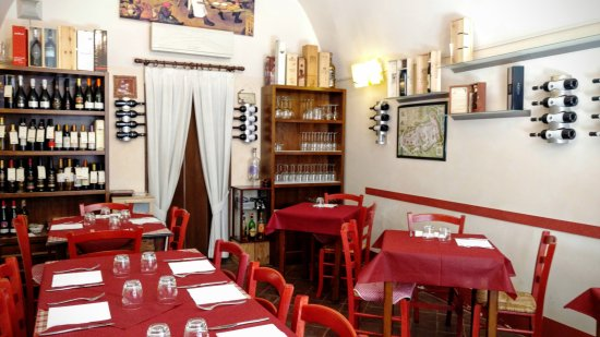 Emporio vini e specialità - Punto diVino: la sala