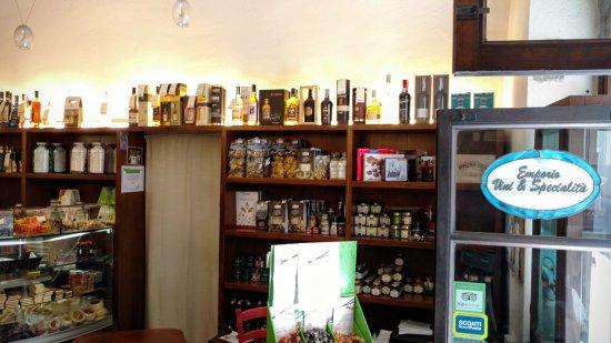 Emporio vini e specialità - Punto diVino: il reparto gastronomia