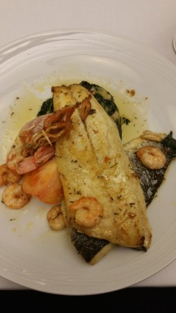 Hotel Mestre Afonso Domingues: Divine fish in the dining room