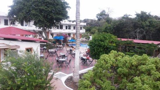 Hotel Fiesta: Zona de pileta y habitaciones al frente