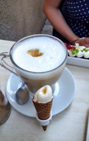 Vac, Hungría: Fagyika a kávé mellé