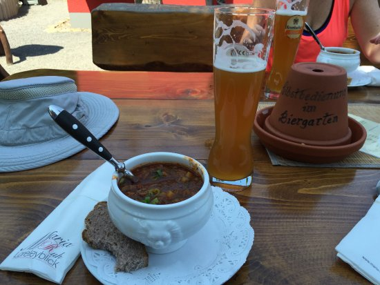 Urbar b Koblenz am Rhein, Tyskland: The legendary Gulaschsuppe!!