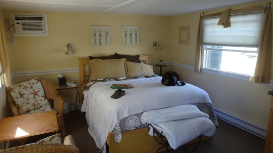 Green Turtle Floating Bed and Breakfast: Pleasant and comfortable accommodations.