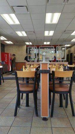 Murfreesboro, Τενεσί: Clean inside, bathrooms clean too!