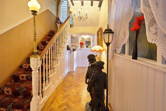 Baron's Court Hotel: Hallway