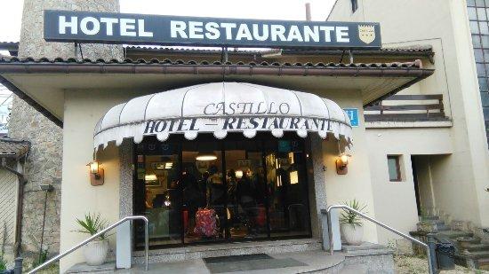 Olaberria, España: Entrada hotel.