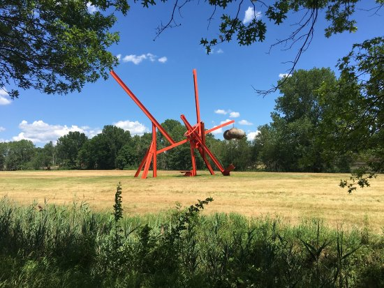 New Windsor, Nowy Jork: The Three Legged Buddah and other sculptures at Storm King Art Center